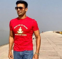 Sangram Singh Honored in Flight by Indigo Team